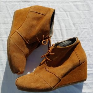 Tom's Brown Leather Ankle Booties W9 GUC WEDGE